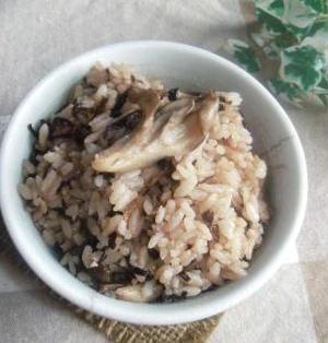 ほっこり☆調味料いらず☆素朴な美味しさ「塩コンブときのこの炊き込みご飯。。♪」