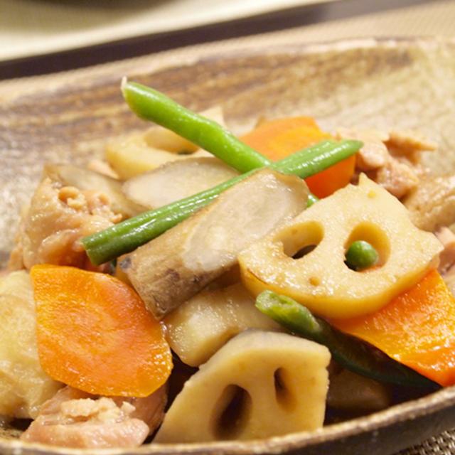 【和食】鶏と里芋の筑前煮&わかめたっぷり大根サラダ&さばの塩焼きの晩ごはん。