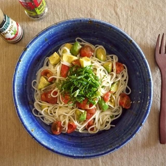 ライスパスタでトマトとアボカドの冷製カッペリーニ風