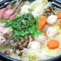 今日の晩御飯/野菜たっぷりのヘルシー鍋、昆布と鰹の出汁で煮る「水炊き」と、刺身をひと手間かけて「鮪のカルパッチョ」に。