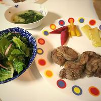 ラムステーキと色取り野菜の付け合わせ