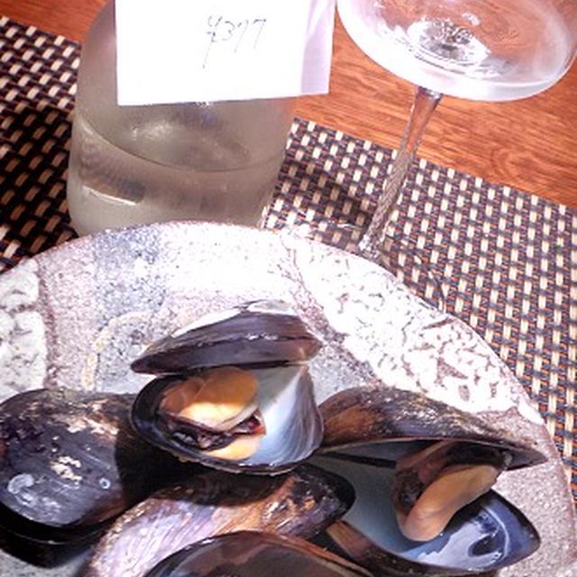 ムール貝の日本酒蒸し、ほうれん草のホットサラダ、ほんびのす貝のクラムチャウダー風パスタ