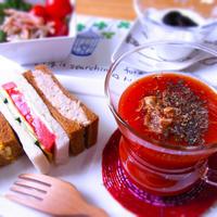ホットトマトジュース & カラフルな野菜