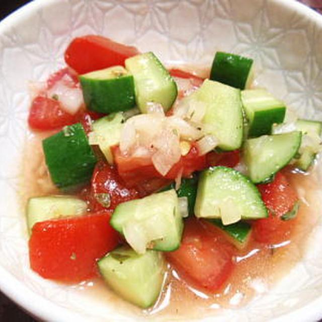 トマトときゅうりの自家製イタリアンドレッシングサラダ(レシピ付)