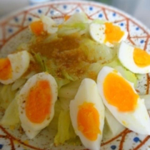 キャベツとゆで卵の蒸しサラダ