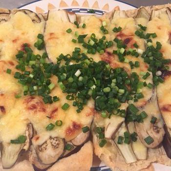 ナスとチーズの油揚げピザ