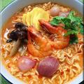 インスタント麺をタイのトムヤムクンラーメンに変身させる方法★タイの先輩はつらい!