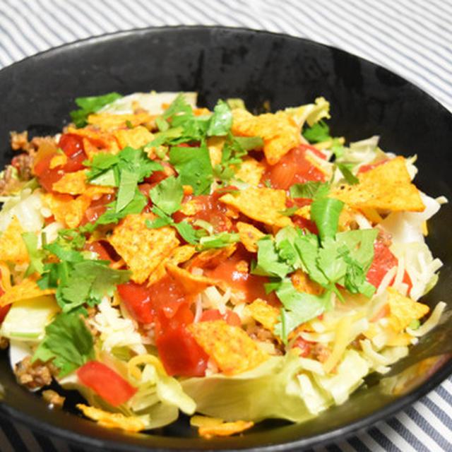 タコライスライス抜きサラダ。暑い日にぴったり、野菜がたっぷりでメイン感もあるボリュームおつまみ。
