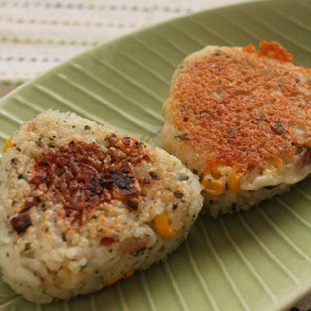 【簡単レシピ】ベーコンとコーンのバター焼きおにぎり2種