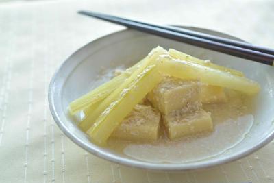 セロリと高野豆腐の酒粕煮