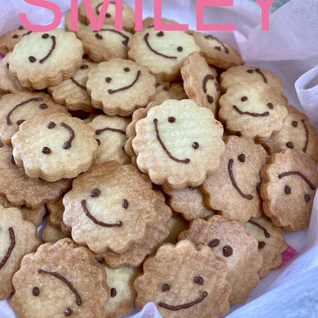 笑顔になるクッキーと お弁当とか。