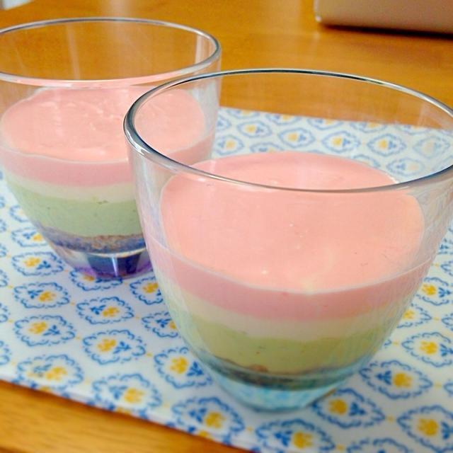 おひな祭り♡グラスで菱餅風のレアチーズケーキ
