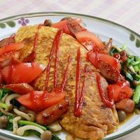 野菜もたっぷりで欲張り〜!Wトマトとソーセージでがっつり&ヘルシーオムライス。