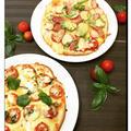 ちょっと贅沢にwチーズ+クリームチーズでバジルとトマトの手作りピザ !!