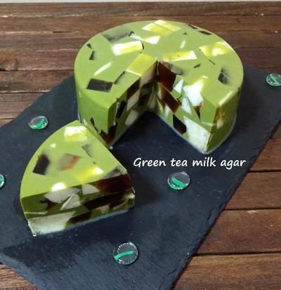 今度は丸型♪グリーンティミルクのモザイク寒天