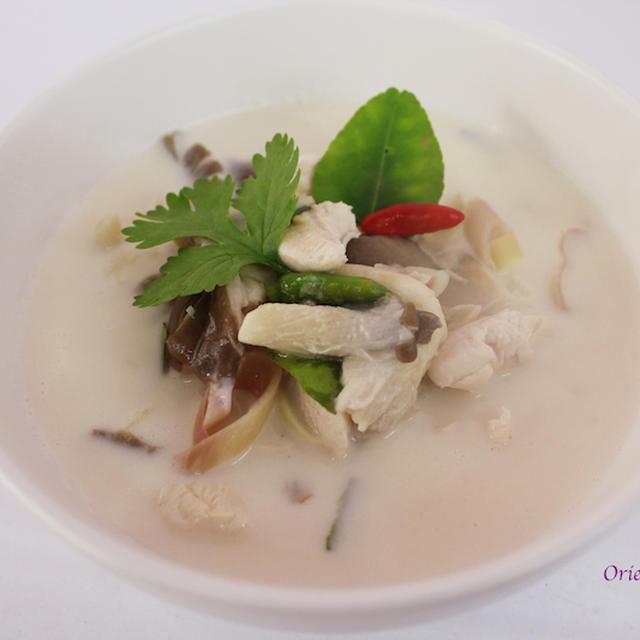 トムカーガイ(鶏肉のココナッツスープ)