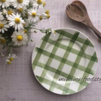 フランスアンティークのお皿とカモミール