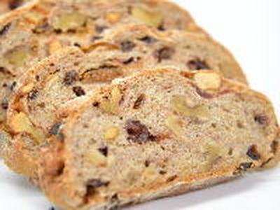 ドライフルーツとナッツのパン