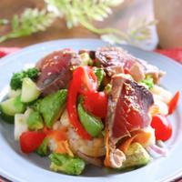 特売のカツオのタタキで作る豪華見えするサラダ丼