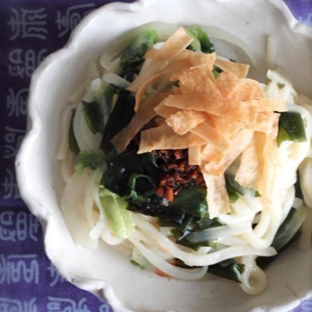 《レシピ》絡めるだけ♪レタスとワカメの中華風うどん
