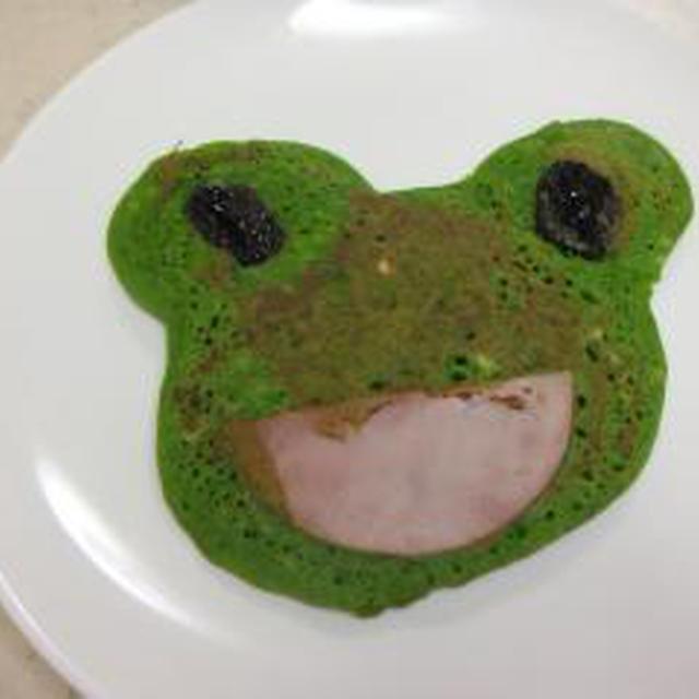 パット見かわいい抹茶ホットケーキですが実はほうれん草です
