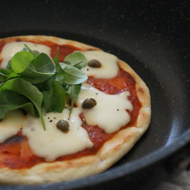 *レシピ* フライパンで手作りピザ。
