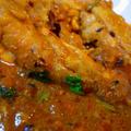 夏だ!スパイスだ!カレーだ!! 骨付きチキンから鶏肉の旨みが溶け出すインドチキンカレー