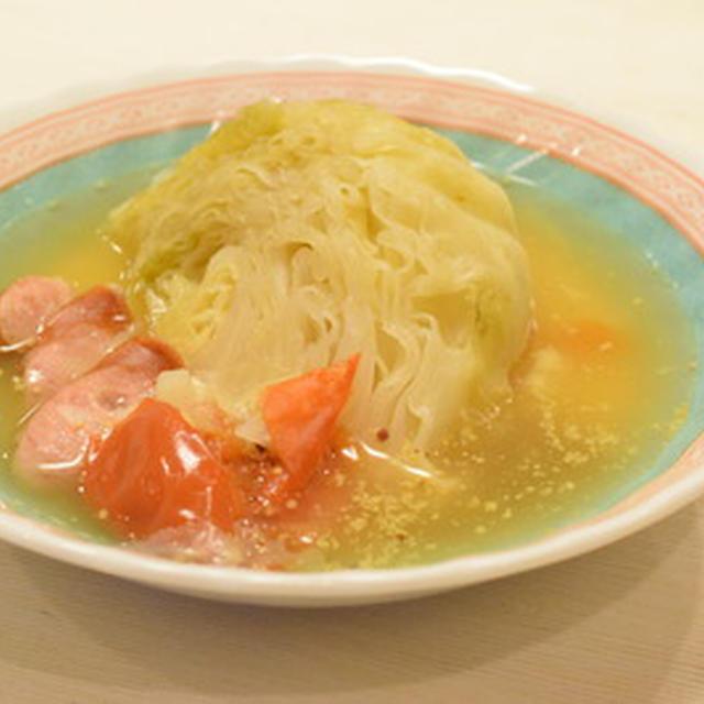圧力鍋で、まるごとキャベツスープ。翌日は、カレールウ入れて、キャベツカレー。ナイス献立!