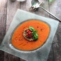 手作りだしパックでだしをきかせた冷たいトマトスープ