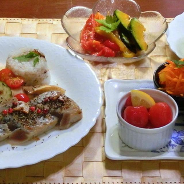マグロのガーリックステーキ、ガーリックライス添え♪  夏野菜の塩麹オイル漬け♪
