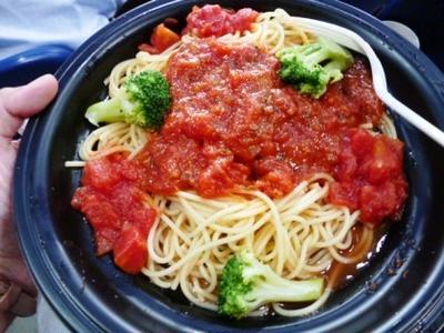 夏と言えば冷製パスタ!「Wトマトの冷たいパスタ(別名・自家製「埼スパ」)」と「生サーモンとトマトのディル・バジル風味パスタ」