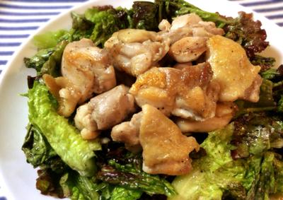 シンプルづくし。簡単胡麻レタスサラダと鶏モモ肉のノンオイル炒め(糖質5.9g)