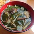 5分で美味しいわかめスープ♪お肉なし韓国レシピ。ダシダやエゴマの調味料+具