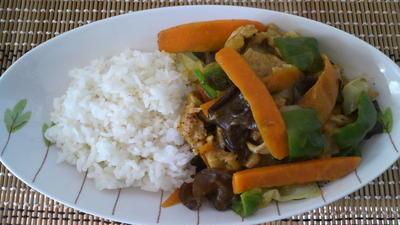 【お肉を使わない】大豆ミート&4種のペッパーミックス丼(ハウス食品さん)