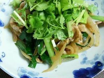 >単品スパイスでできる!ニラ豚肉炒めパクチーのせ。 by 香澄さん