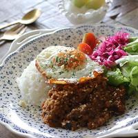 カレールーで簡単・時短♪ 夏野菜たっぷりドライカレーの作り方