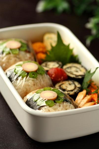 すし太郎むすびと鶏&豆腐の磯部ロール弁当