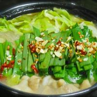 簡単、時短のひとり晩ご飯は、モランボンのPREMIUM鍋つゆでキャベツたっぷりのもつ鍋。