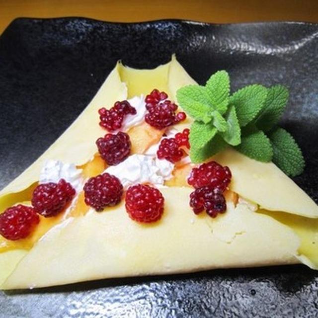朝ごパン~季節の柿とラズベリーのクレープ~v(^0^)/