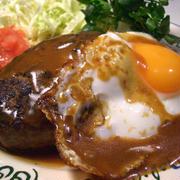 """『グレイビーソースが美味しい!人気のハワイ料理 """"ロコモコ""""』"""