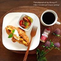 おうちカフェの朝ご飯。シナモン風味の焼きバナナ入り「やみつきクロワッサンサンド」で甘い至福の朝♡
