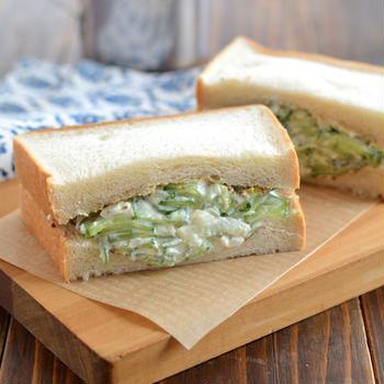 きゅうりのクリームチーズサンド。【火を使わない具・ちょっぴり大人サンド】の昼ごはん。