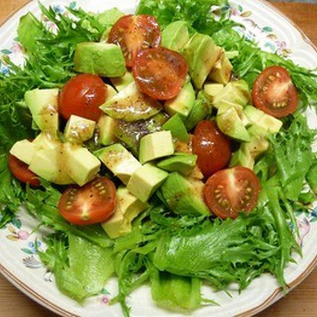 リーフレタスとアボカド・トマトのサラダ