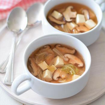 【韓国風】豆腐と椎茸のキムチスープ♡残ったキムチで時短&簡単に作れるデイリースープです♪