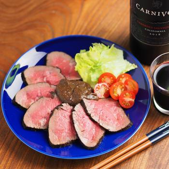 赤ワイン漬けの柔らかローストビーフ、牛もも肉&フライパンレシピ