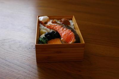 晩ごはんに鮭弁