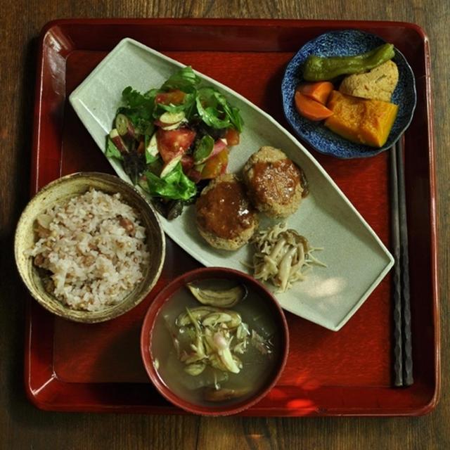 一汁三菜(ぐらいの)ごはん 野菜雑穀ハンバーグ、キノコのねぎ塩、カボチャとがんもの煮物
