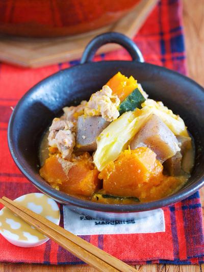 お鍋に重ねて放置で10分♪身体がポカポカ♪『豚こまとかぼちゃの具沢山味噌煮込み』