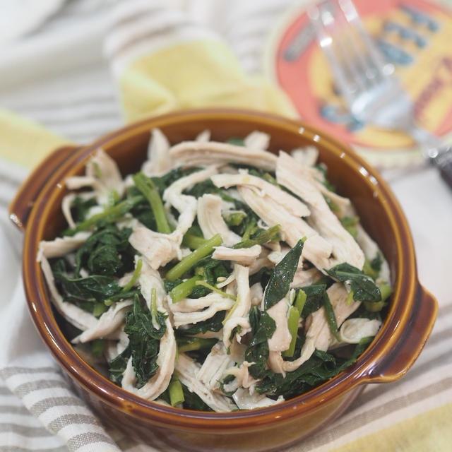 食べ痩せレシピ♡レンジで簡単!鶏胸肉とモロヘイヤの味噌和え♡