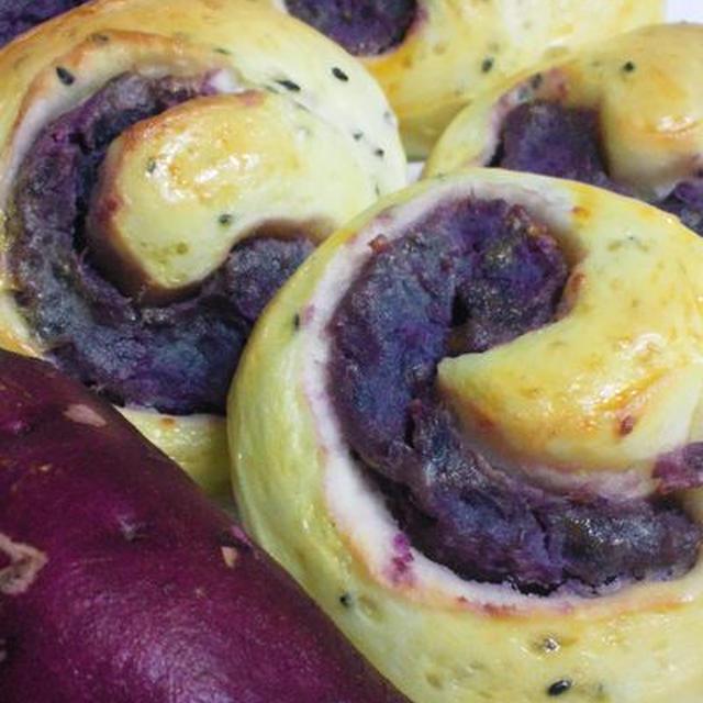 紫いものロールパン